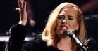 Se video: Adele flipper ud over en flagermus på scenen