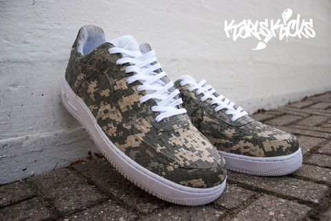 Karls digitale camouflage-print på et par Nike Air Force 1