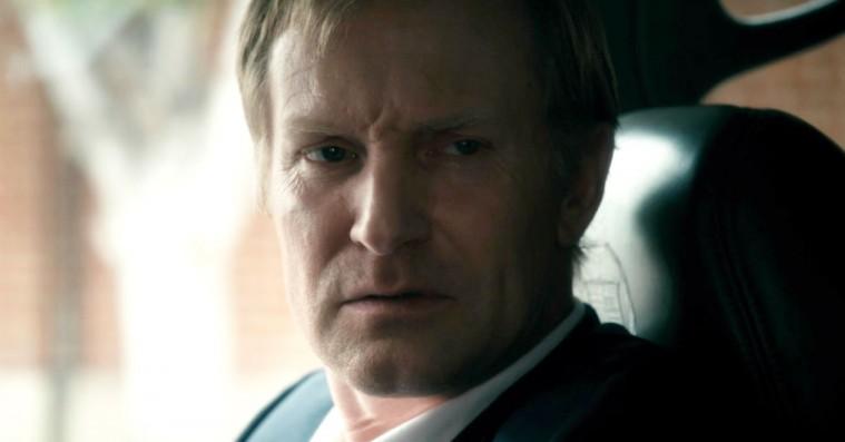 'In Embryo': Ulrich Thomsen debuterer som instruktør med lækker billedside i intetsigende drama