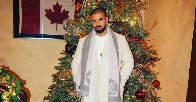 Beyoncé, Drake og Mariah Carey poserer med deres imponerende juletræer