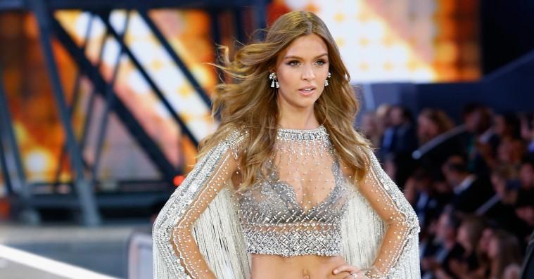Se billeder fra det ekstravagante Victoria's Secret-show i Paris – inklusiv Kendall Jenner, Hadid-søstrene og Josephine Skriver