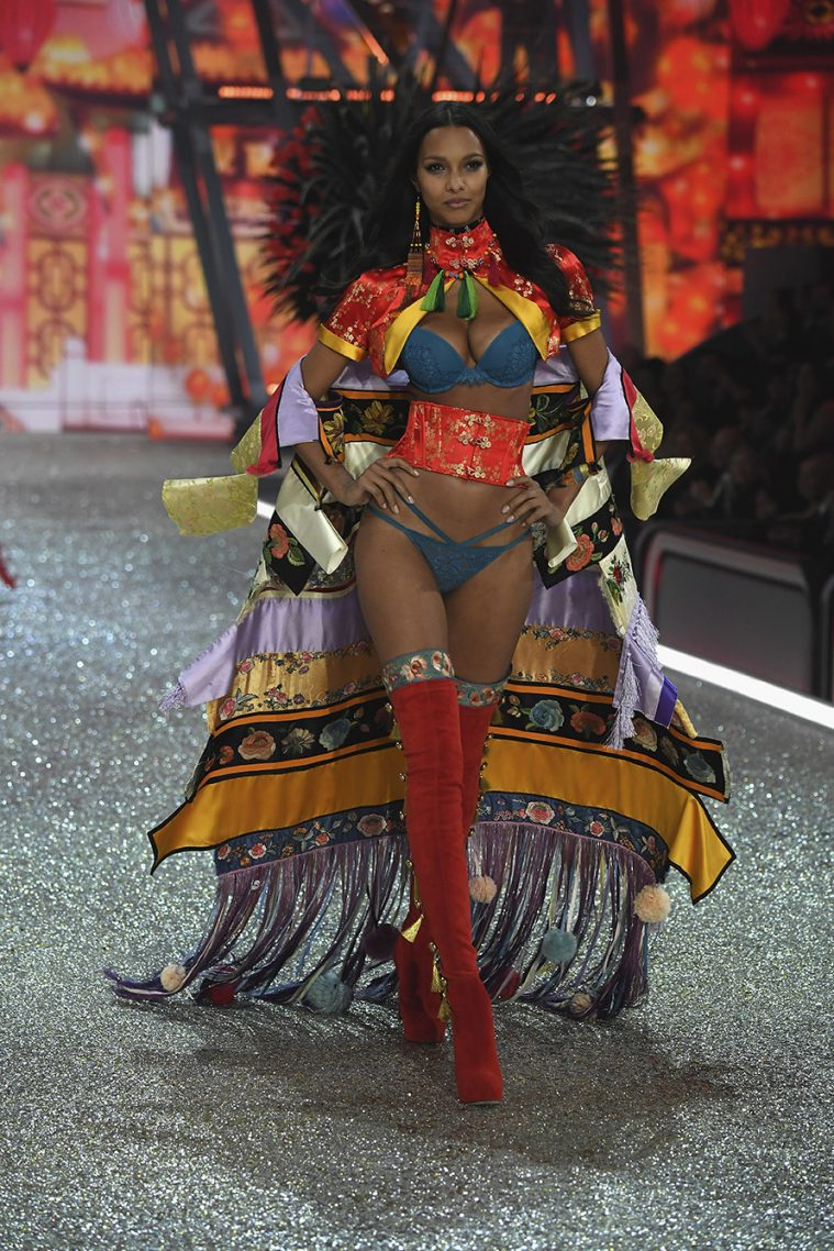 PARIS, FRANCE - NOVEMBER 30: Lais Ribeiro walks the runway at the Victoria's Secret Fashion Show on November 30, 2016 in Paris, France. (Photo by Pascal Le Segretain/Getty Images for Victoria's Secret)