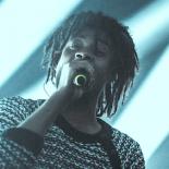 Danny Browns hiphop-freakshow blev delvist hindret af tilbageskuende fokus