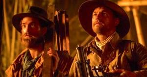 Charlie Hunnam og Robert Pattinson kæmper for deres liv i junglen – se første lange trailer til 'The Lost City of Z'