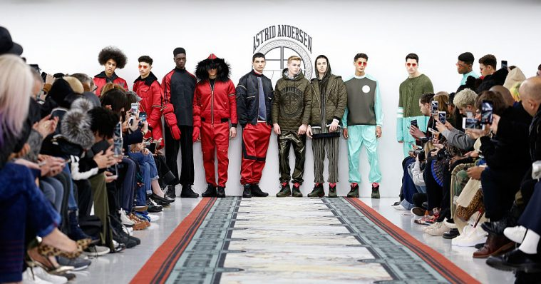 Modeller på catwalken til Astrid Andersens AW16-show i London i januar (Foto: Luca Teuchmann/Getty Images)