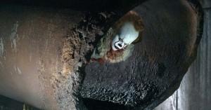 Flyd ned i Pennywises kloaksystem med skummel 'It'-trailer i 360 grader