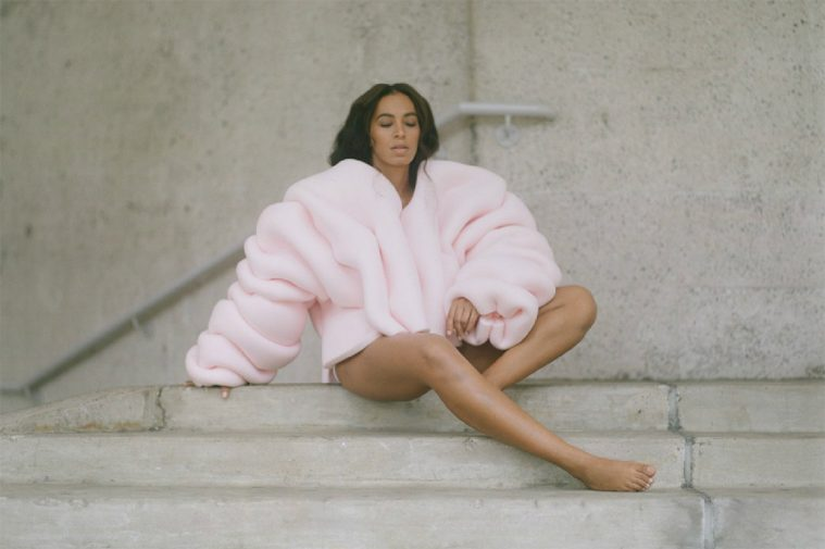 Solange in 'Cranes in the Sky'-videoen i