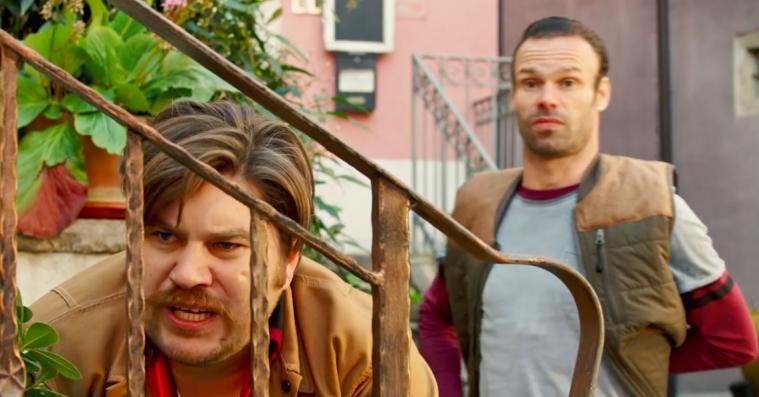 'Alle for tre': Mick Øgendahl og Rasmus Bjerg leverer komisk timing trods tamt familiedrama