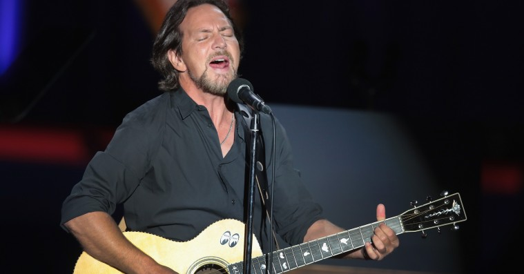 Se Eddie Vedder og BJ The Chicago synge farvel til Obama i Chicago