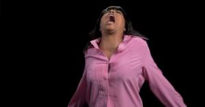 En sand stjerneparade af skuespillere skråler 'I Will Survive' i anledning af Trumps indsættelse