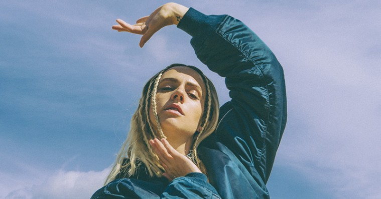 Charli XCX slipper nye tracks, bl.a. 'Pull Up' med Mø: »Hun er en af de sejeste piger i musikindustrien«