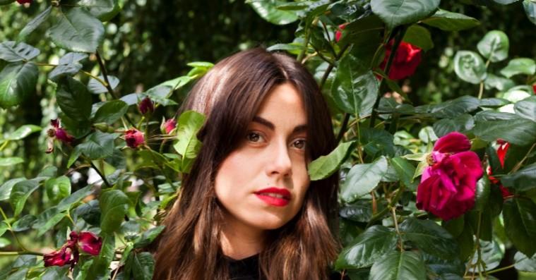 Danske Molinas imponerende debut-ep er et følelsesfuldt festsoundtrack