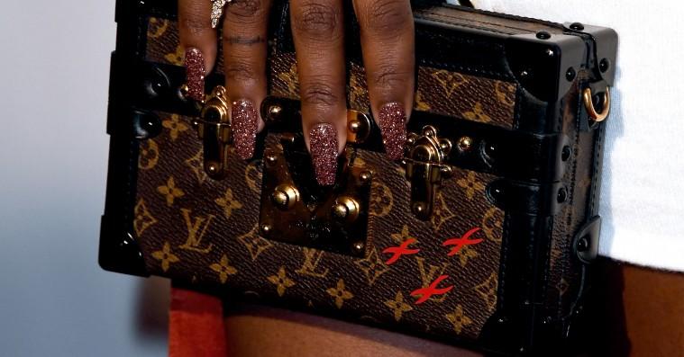 Modegiganter går til kamp mod kopierne – ny alliance inkluderer Louis Vuitton og Swarovski