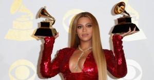 Adele og David Bowie slog Beyoncé ud: Se alle vinderne ved nattens Grammy Awards