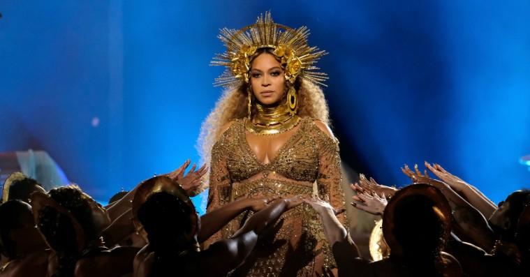Musikårets otte bedste tv-optrædener – og to, vi bare gerne vil glemme