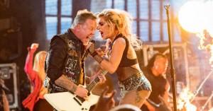 Teknisk Grammy-uheld: Lady Gaga og Metallica kæmpede med en ødelagt mikrofon