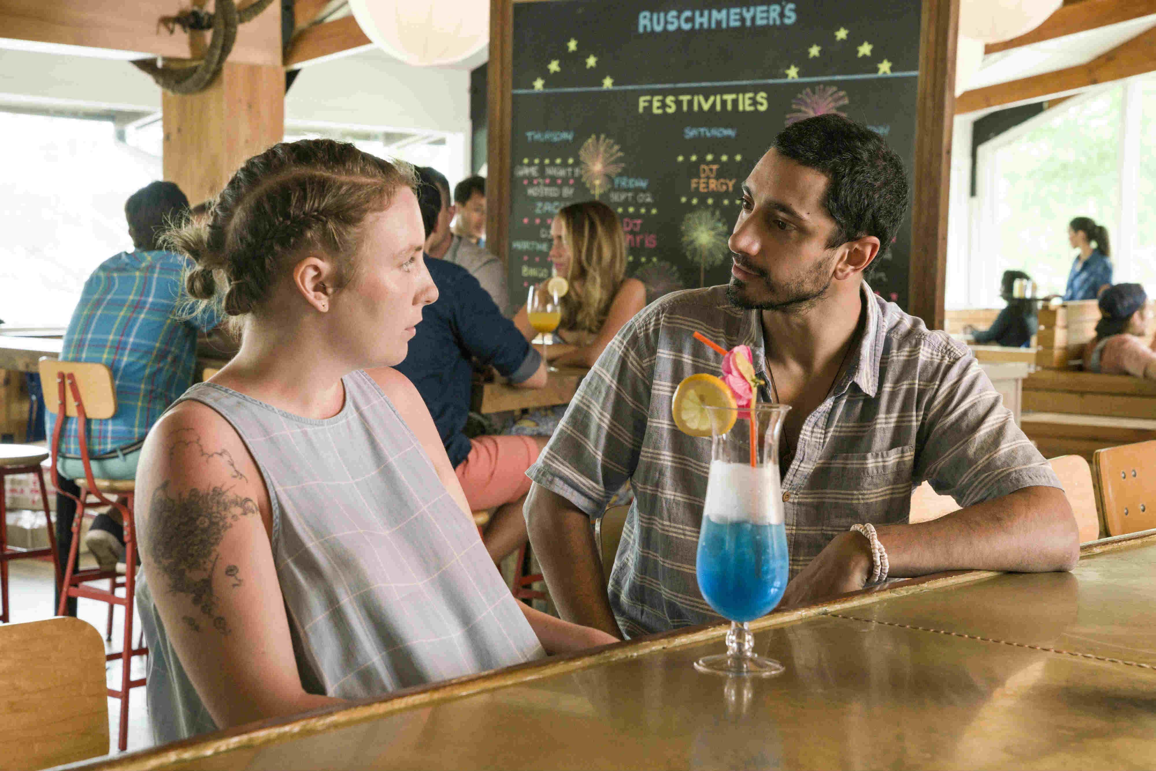 3. Du er havnet til en fernisering/undergrundsfest i et gammelt pakhus i Williamsburg og går op i baren og bestiller. Hvad skal du have?