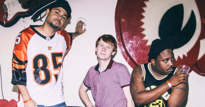 Hold øje med hiphop-trioen Injury Reserve: Vindskæv og crunk-refererende underdog-rap