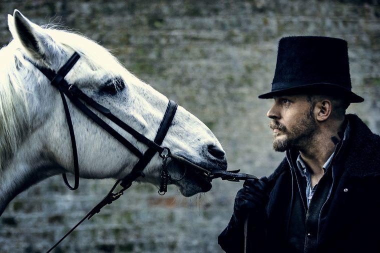 Hest og Tom Hardy i 'Taboo'.