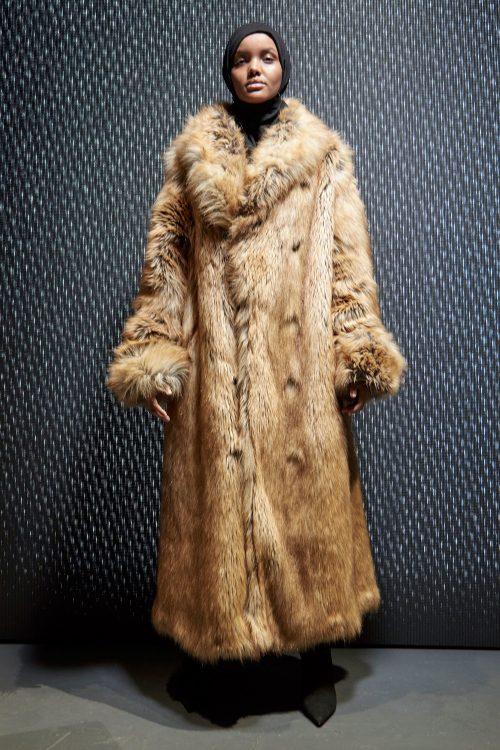 Halima Aden i Yeezy-pels
