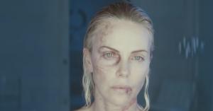 Se Roland Møller og badass Charlize Theron i heftig trailer til 'Atomic Blonde'