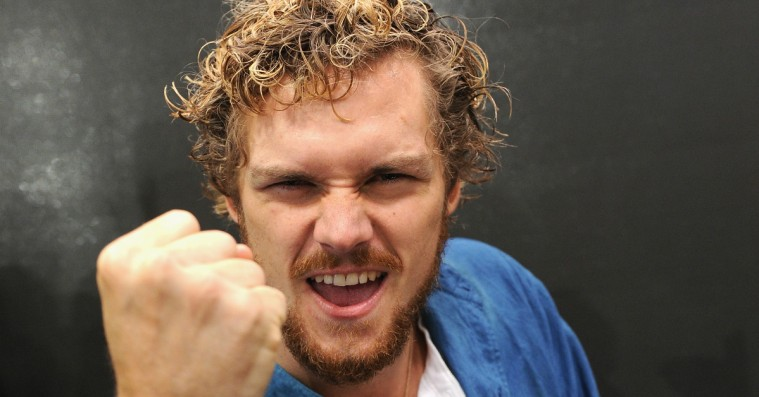 Finn Jones fra 'Game of Thrones' dropper Twitter efter ophedet racedebat om Marvel-rolle