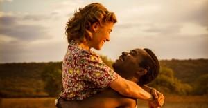 'Kærlighed kender ingen grænser': Rosamund Pike og David Oyelowo gør dramaet vedkommende – efterhånden
