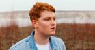 Forelsket og forvirret: Hør Karl Williams nye nummer, 'Lidt Ad Gangen'