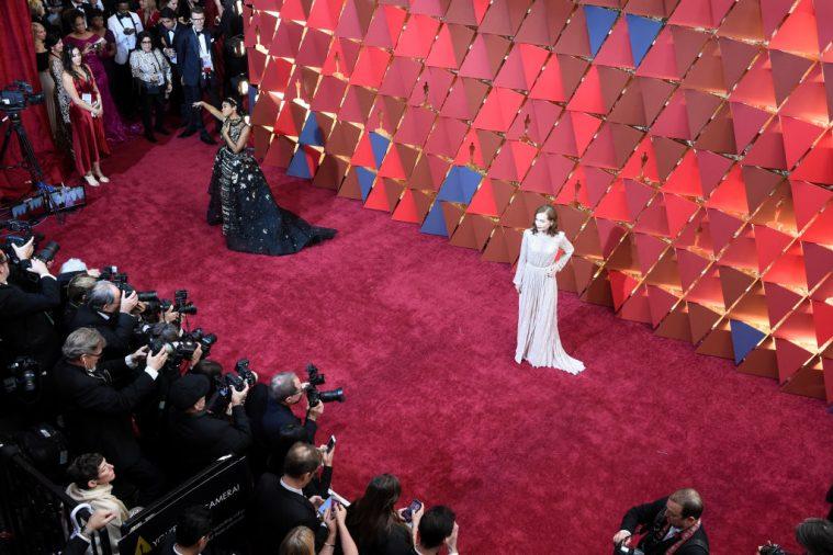 Den røde løber under Oscar-showet 2017 – Janelle Monae og Isabelle Huppert poserer.