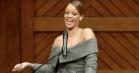 Charme, varme og god karma: Se Rihannas takketale for Harvards Humanitarian-award