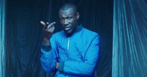Stormzy rapper i snevejr i den nye video til 'Cold'