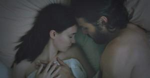 Casey Affleck leger lagenspøgelse i første trailer til Sundance-hittet 'A Ghost Story'