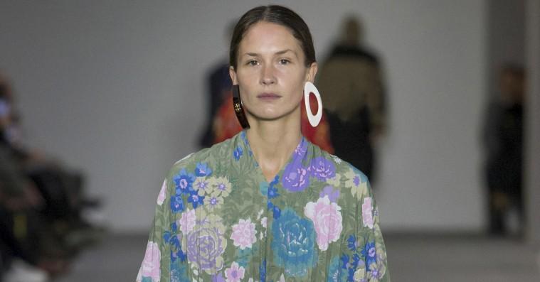 Emma Leth tilbage på catwalken – går Balenciaga i Paris