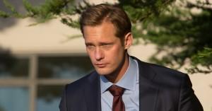 Internettet i vildrede over Alexander Skarsgårds tennisketsjer-maltrakterede penis i 'Big Little Lies'