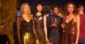'Skins' stofmisbrugende unge møder 'Gossip Girls' glamour i 'Clique' - se traileren her