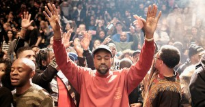 Kanye West afslører nyt nummer i musikalsk gudstjeneste – og prædiker om sit problemfyldte 2018