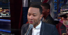 John Legend får vaskeanvisninger og papirhåndklæder til at lyde sexet hos Stephen Colbert
