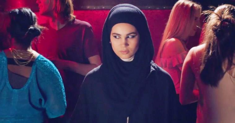 Seks tanker om 'Skam'-traileren – om det sigende sangvalg, blodet og benspændet