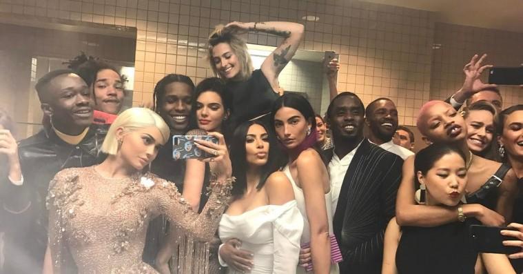Celebrity-træf på det lille hus: Selfies og rygning på unisex-toiletter oversvømmede Met Gala