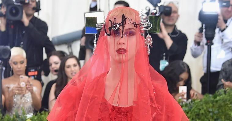 De dristigste Met Gala-kjoler blev lynhurtigt til internet-jokes