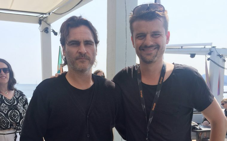 Joaquin Phoenix sammen med Soundvenues udsendte i Cannes.