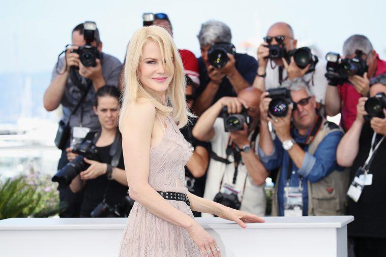 Dronningen af Cannes holder hof.