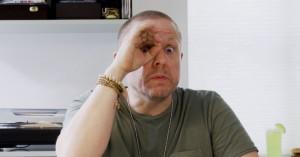 Video: Anders Matthesen guider til god opførsel på sociale medier