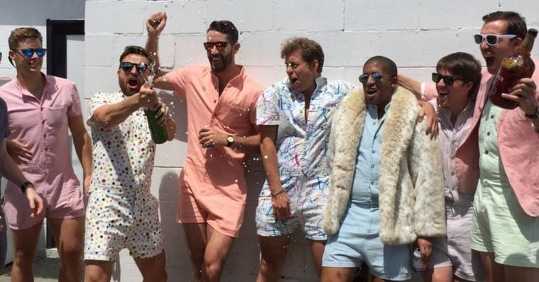 Væn dig til Hellerup-onesien: Pastelfarvede skjorter med indbyggede shorts vinder internettet
