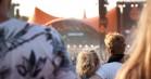 Pak smartphonen med disse Roskilde-apps: Spring køer over og bliv vækket af kunstnere