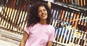 Fortæl din veninde, du elsker hende med en 'Awesome Girls'-t-shirt