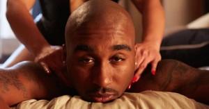 Den oprindelige version af 'All Eyez on Me' inddrog en omdiskuteret fængselsvoldtægt