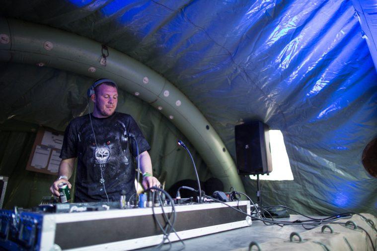 DJ Er Du Dum Eller Hvad.