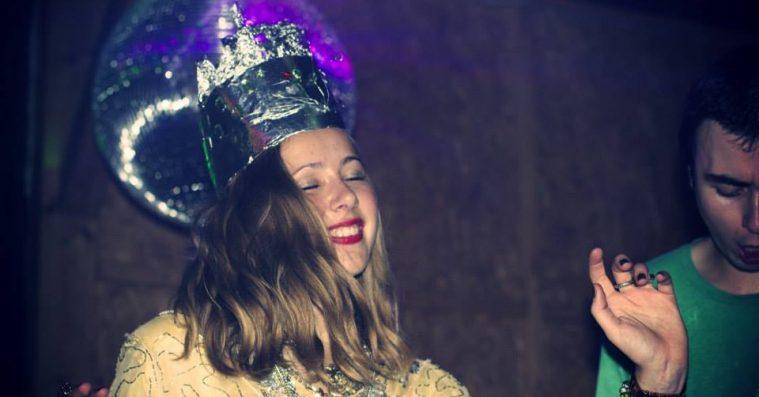 Natklubben Double Rainbow i Aarhus lukker – farvelfest i juni