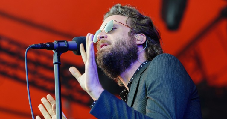 Se Father John Misty spille sin afviste 'A Star Is Born'-sang